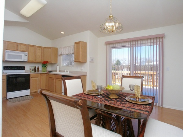 Full kitchen wth dining area